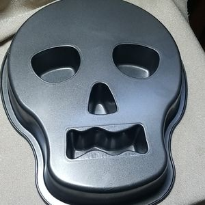 Wilton Sugar Skull Skeleton Cake Mold